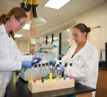 two women working in a laboratory