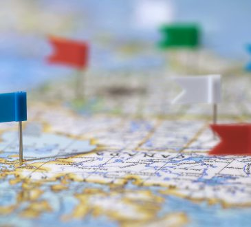Travel destinations in Canada marked with pins on map