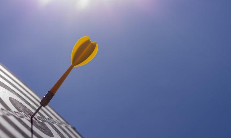 arrow in dartboard
