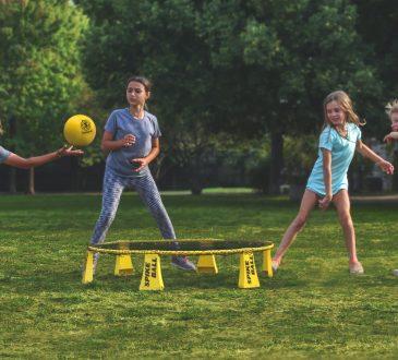 kids playing spikeball outside